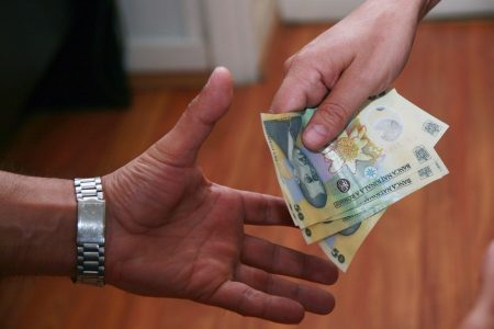 Contractele cu bani publici au creat un mic boom in asigurari