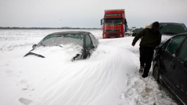 Pentru soferii inzapeziti: sunati la asiguratori inainte de a abandona masina!